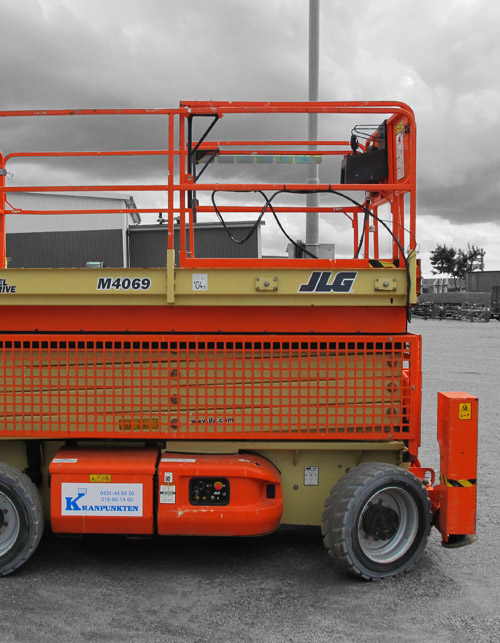 JLG M 4069 Hybrid with outriggers
